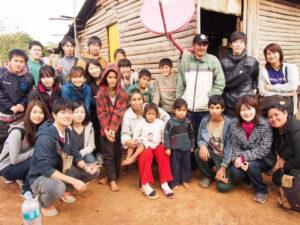 農村で暮らす家族との写真